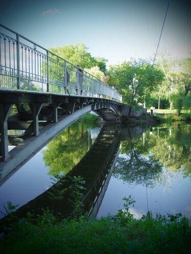 Пешеходный мост в Дубовой роще