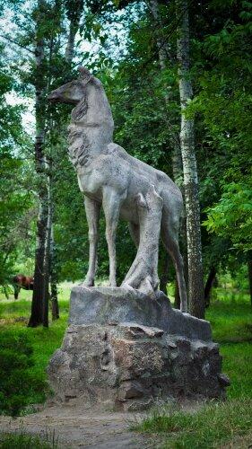 Скульптура оленя в Дубовой роще