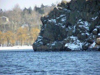 Скалы острова Байда