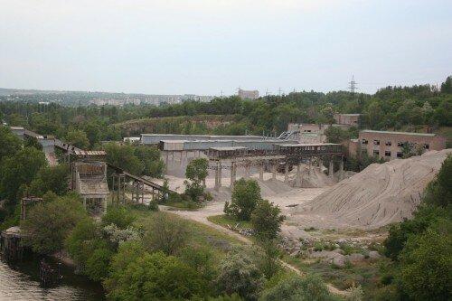 Вид с арочного моста на элеватор