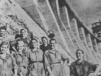 Бригада прославленных бетонщиц Полины Шило.