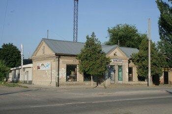 Магазин в центре Кушугума, на пересечении улиц Тельмана и Кирова. Автор: Macs24.