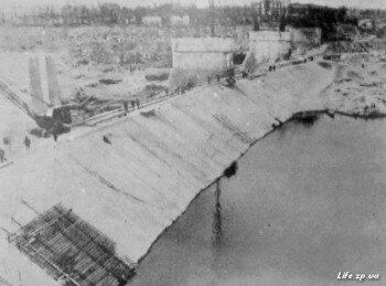 Сооружение защитной (кандаловской) дамбы.