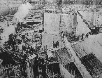 Несмотря на огромные разрушения, Днепрогэс восстанавливали на прежнем месте с учетом новейших достижений науки и техники.