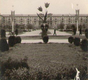 Старая фотография улицы Сталеваров. 1 мая 1961 года.