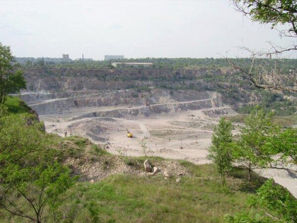 Карьер. Добыча гранита в Хортицком районе.