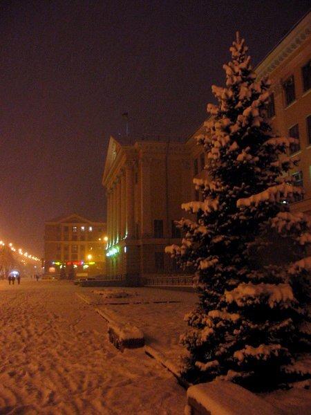Зима в ночном городе.