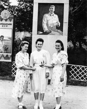 Девушки в парке Металлургов.