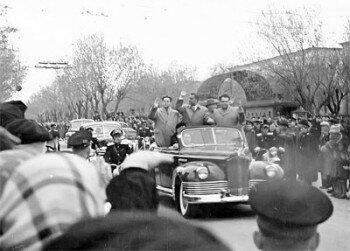 Президент Египта Гамаль Абдель Насер в Запорожье. Кортеж движется по проспекту Металлургов.