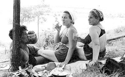 """Работницы треста """"Запорожжелезобетон"""" отдыхают на Хортице."""