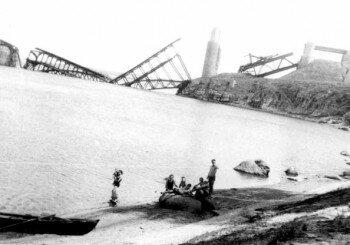 Разрушенный мост Стрелецкого. 1946 год.