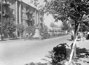 Открытка 1939 г. Улица Карла Либкнехта (теперь это часть проспекта от Транспортной площади до площади Пушкина).