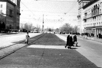 Строится памятник, 1963 год.