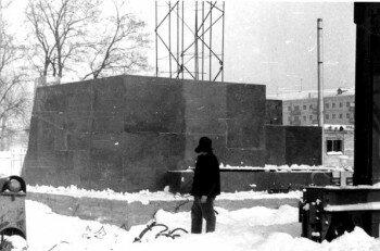 1963 год, строится памятник Ленину.