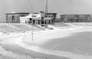 Заснеженный стадион. Февраль 1964 года.