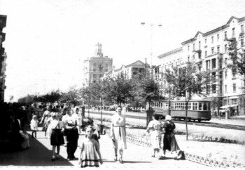 50-е годы. Проспект Ленина, между ул.Жданова (ныне бульвар Шевченко) и ул.12 Апреля.