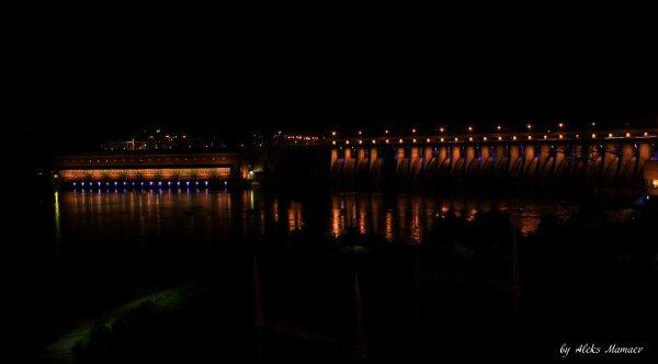 Пятая, старейшая, ступень каскада гидроэлектростанций на реке Днепр.