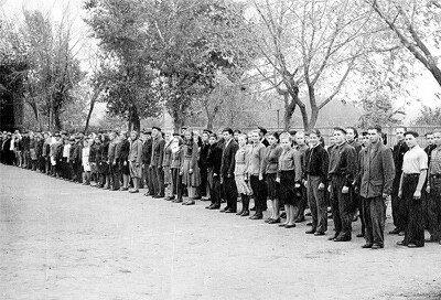 Осень 1952 года. Торжественная линейка в СШ-81.