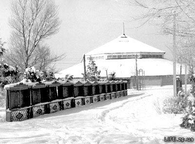 1964 год. Цирк в Парке металлургов укрыт снегом.