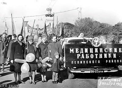 1968 год. На демонстрации - медики Ленинского района.