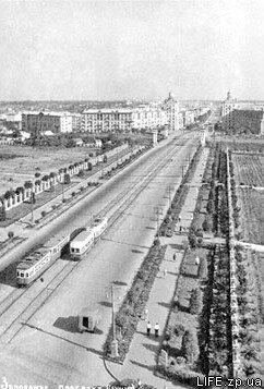 Пустой проспект Ленина в первой половине 50-х годов.
