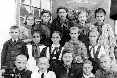 1949 год. Совет пионерской дружины имени Матросова школы №17 (Первомайский поселок, улица Энгельса)