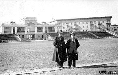 1958 год. На футбольном поле стадиона «Металлург».