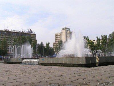 На площади Фестивальной