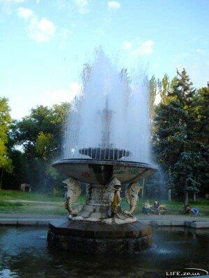 Фонтан в парке Дубовая роща