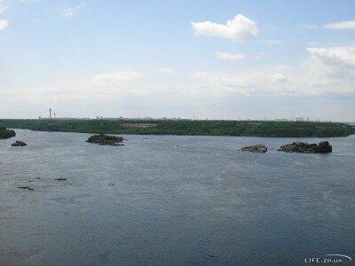 Вид на Хортицу с плотины