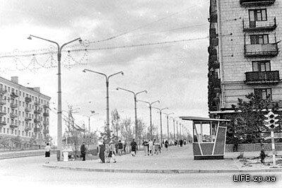 Проспект Ленина, остановка «Улица Гагарина», вид в сторону площади Октябрьской