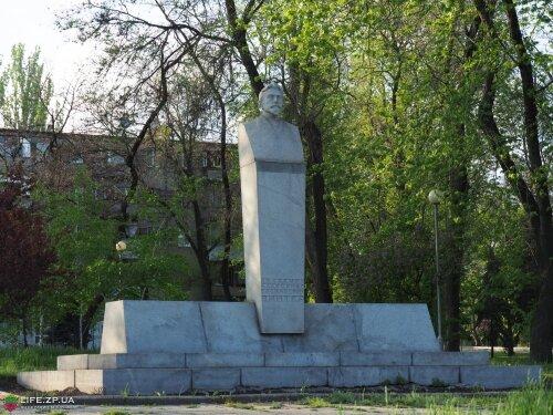 Памятник А. В. Винтеру на бульваре Винтера