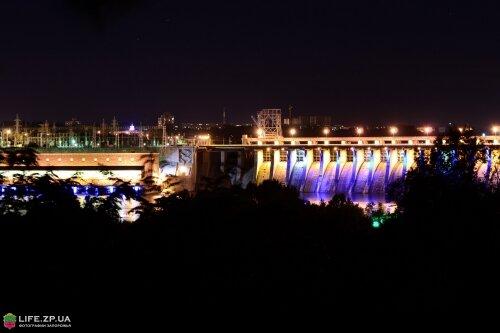 Плотина ДнепроГЭСа ночью