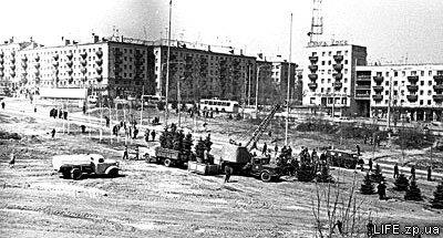 Посадка деревьев на месте нынешней «Биллы», 1971 год