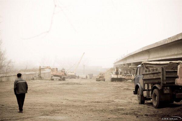 Возведение новых мостов в Запорожье продолжается