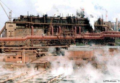 Запорожские сталевары варят сталь