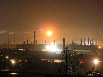 Заводы ночью