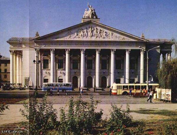 Фото центрального входа театра им. Магара, а тогда в 80-е - им.Щорса