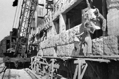 Облицовка восстанавливаемого машинного зала ДнепроГЭСа розовым туфом