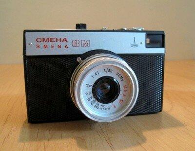 «Смена-8М» — современный недорогой малоформатный фотоаппарат, предназначенный для широкого круга фотолюбителей. 1993 год.