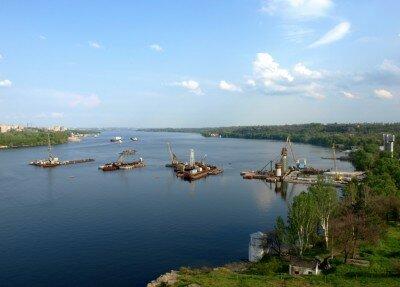 Возведение пилонов нового моста.