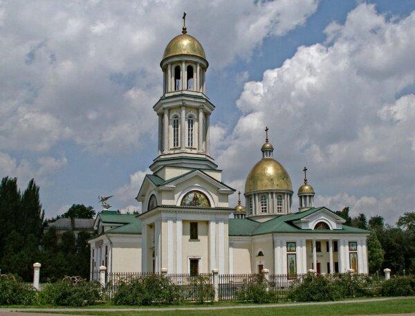 Настоятель собора протоиерей Константин Костюкович