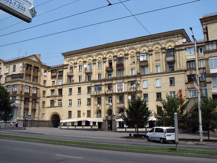 http://life.zp.ua/wp-content/uploads/2011/01/arxitektura-zaporozhya-2.jpeg