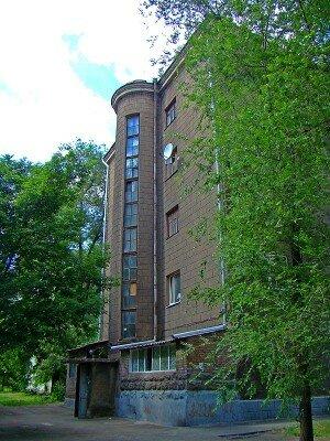 Одно из архитектурных зданий Запорожья