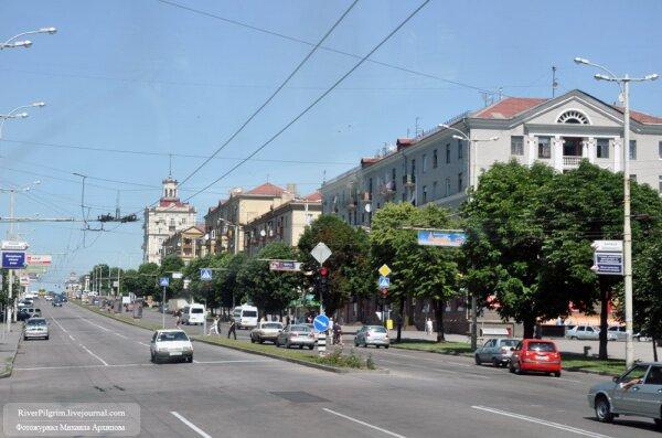 Длина проспекта составляет 10.8 км