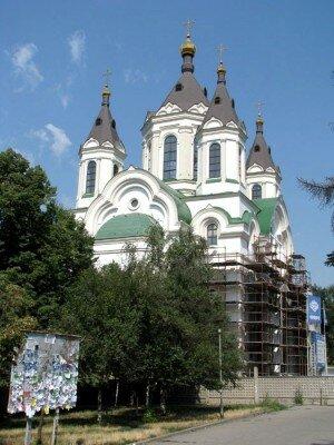 В центре Старого города - воссозданный относительно недавно Покровский собор.