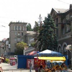 Район Старого города примечателен сталинками, которых тут мало.