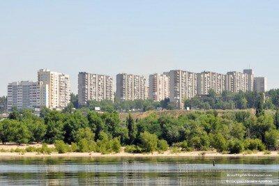 Вид на левобережные районы Запорожья с Днепра