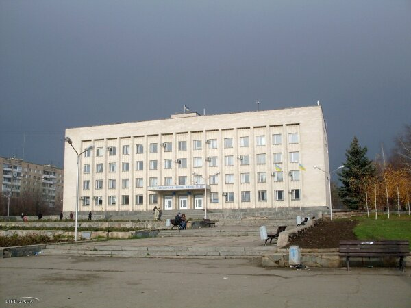 Здание администрации Коммунарского района на ул. Чумаченко