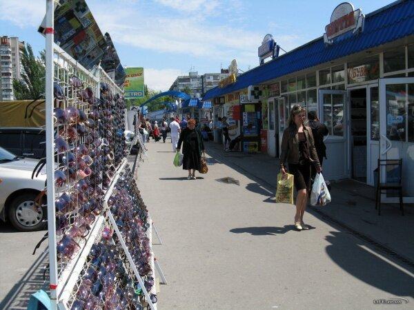 Торговые ряды на рынке «Александровский»